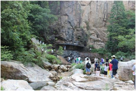龙穿峡风景区位于国家级重点风景名胜区,国家5a级旅游区天台山的